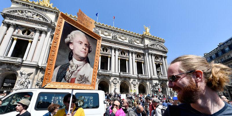 EN-IMAGES-La-Fete-a-Macron-entre-ambiance-festive-et-revendications-politiques