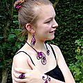 Parure bijoux noir et fuchsia 1