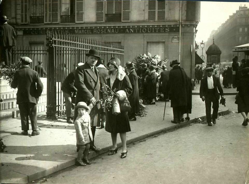 Le dimanche des Rameaux 1937, devant Notre-Dame de Lorette