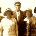 Papa à gauche, ses parents au milieu