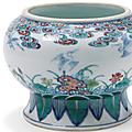 Bas de vase en porcelaine décorée en émaux polychromes dit doucai, chine, epoque yongzheng (1723 - 1735)