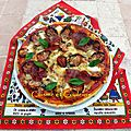 Pizza au levain, coulis de poivrons rouges et tomates confites