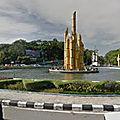 Rond-point à Pontianak (Ile de Bornéo)
