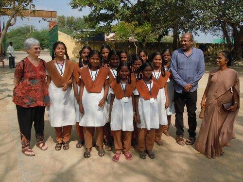 Villupuram - les filles rescolarisée grâce au parrainage dans leur école de Mugaiyur