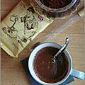 Chocolat chaud aux épices (cannelle, gingembre, cardamome & poivre long)