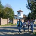 Los chiquillos frente al santuario de la Compañía
