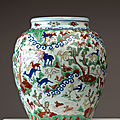 Important vase wucai à décor «aux cent daims», chine, dynastie ming, marque à six caractères et et époque wanli (1573 -1619)