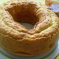 Délicieux gâteau au pommes , pruneaux et raisins secs