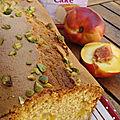 Cake moelleux aux pêches et aux pistaches et partenaire gruau d'or