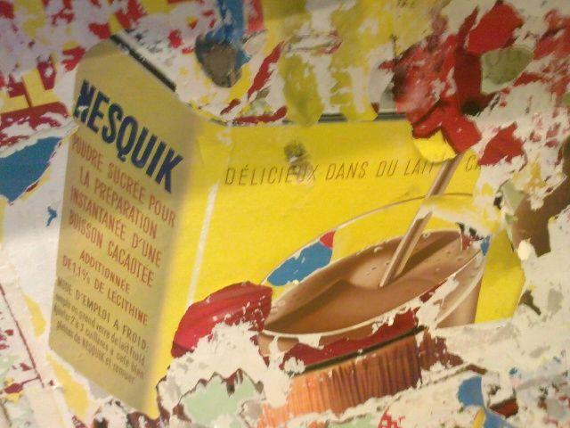 Les Sablons : vieille affiche publicitaire : Nesquick !