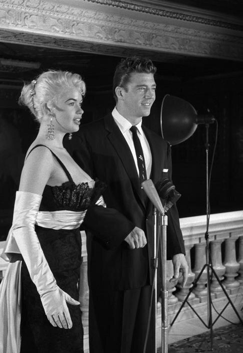 jayne-1956-ny-with_mickey-by_eve_arnold-1