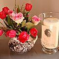 Tulipes, roses et wax dans un pichet de Sarreguemines