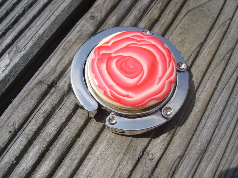 accroche sac rose