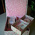 Boîte à couture rose