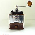 Vintage ... moulin à café peugeot * acier et bakélite