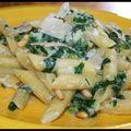 Des pasta pour norya - penne aux épinards, ricotta, pignons grillés et copeaux de parmesan.