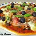 Pizza pancetta, basilic, olives et fonds d'artichauds