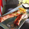 Travers de porc grillés sauce barbecue , potatoes maison et sauce creamy deluxe ! plat familial
