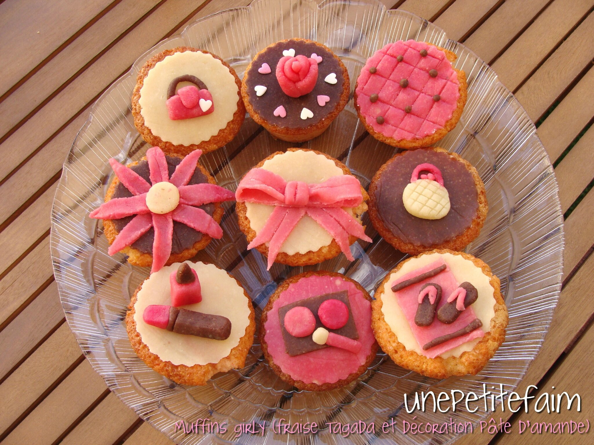 Muffins girly (fraise Tagada et décoration en pâte d'amande)