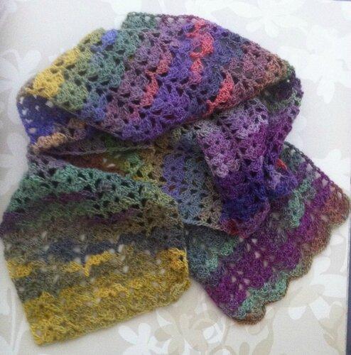 une jolie écharpe (en vente sur alittlemarket, aiguilletine et crochetine)