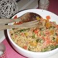 Asperges rôties avec du quinoa aux petits légumes et abricits secs