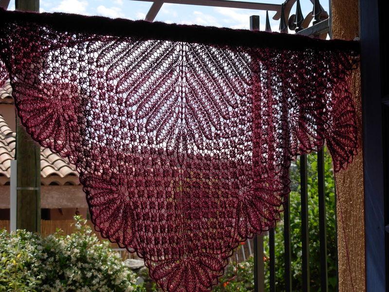 Hemolok ring blanket 024