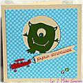 Carte d'anniversaire pour garçon avec monstre vert rigolo et petit avion rouge