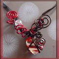 Collier fil alu rouge et noir, coeur lampwoork