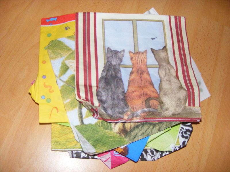 serviettes ( par lot de 5 ou 10 ) j'en ai encore des tas de thèmes différents