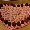Géant macaron coeur st valentin framboises/rose