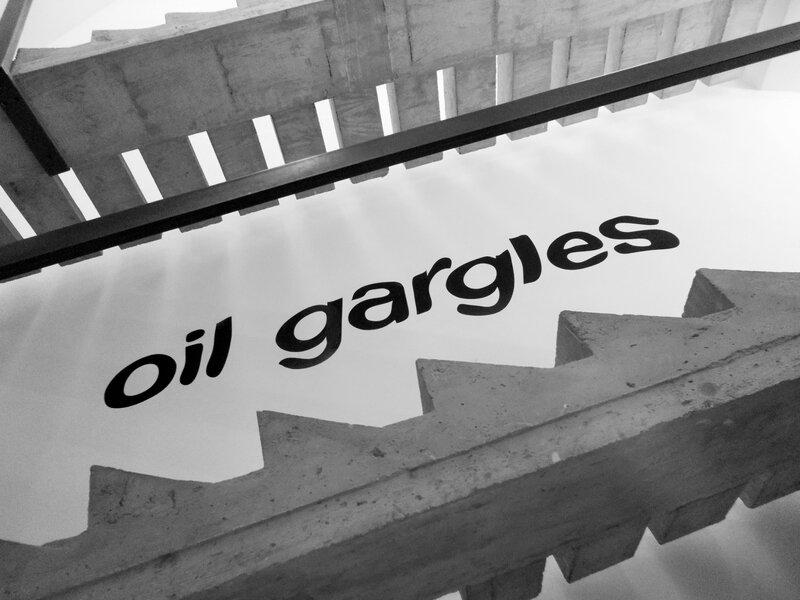 oil gargles et escalier
