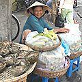 Le sourire d'une marchande à HOI AN
