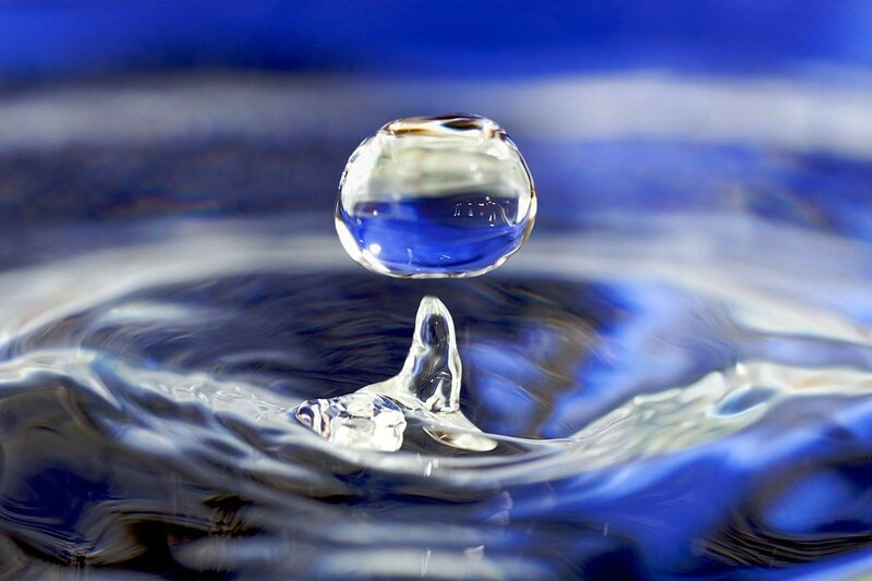 1280px-Water_drop_001