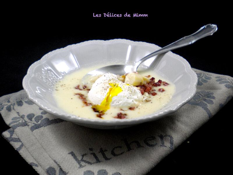 Velouté d'asperges, croustillant de jambon cru et œuf poché 3
