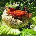 Champignons de Paris garnis de <b>crème</b> <b>d</b>'<b>aubergines</b>, de confit 3 légumes et de lamelles de poivrons