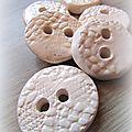 boutons ceramique blancs