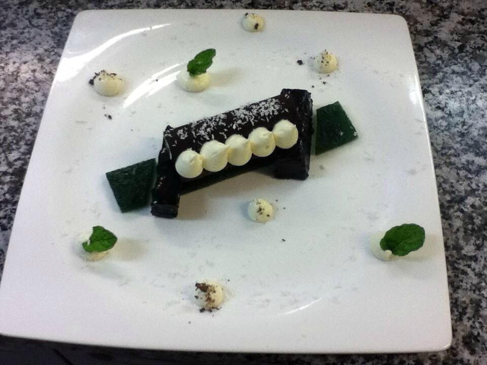 Gelée menthe brownie tube en chocolat noire et sa mousse chocolat blanc coco2