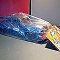 Un jouet de bazar encore dans son emballage d'origine, une voiture de police comme neuve évidemment ! Très <b>sixties</b> !!!