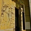 Détail de la façade du musée des Arts d'Afrique et d'Océanie.