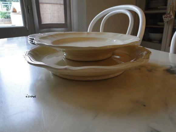2 tailles d'assiettes sur pied
