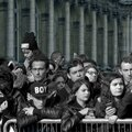 Entraînée par la foule ...