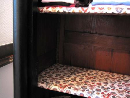détail armoire Emmaüs + étagères en Liberty Droxford