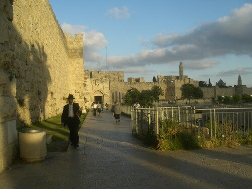 Arrivee a Jerusalem, porte de Jaffa, murailles de Suleyman le Magnifique