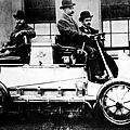 1901 - <b>PORSCHE</b> INVENTE LA PREMIÈRE 4X4 A MOTEUR HYBRIDE