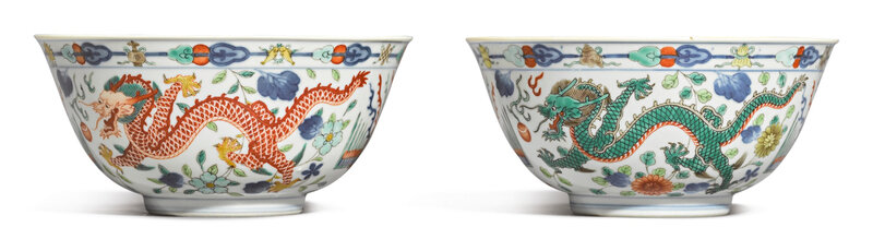 A pair of wucai 'Dragon and Phoenix' bowls, Daoguang seal marks and period (1821-1850)