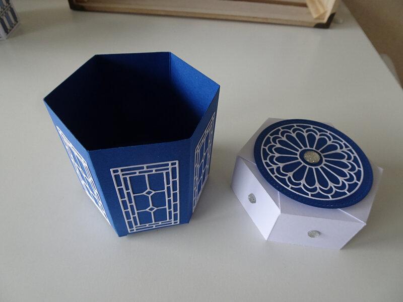 16c 1ère Boîte Vitrail Bleuet et blanc Haut arrondi