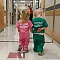 Au Pays du Rose-Gnan-Gnan, les fillettes sont infirmières et les garçons sont docteurs !