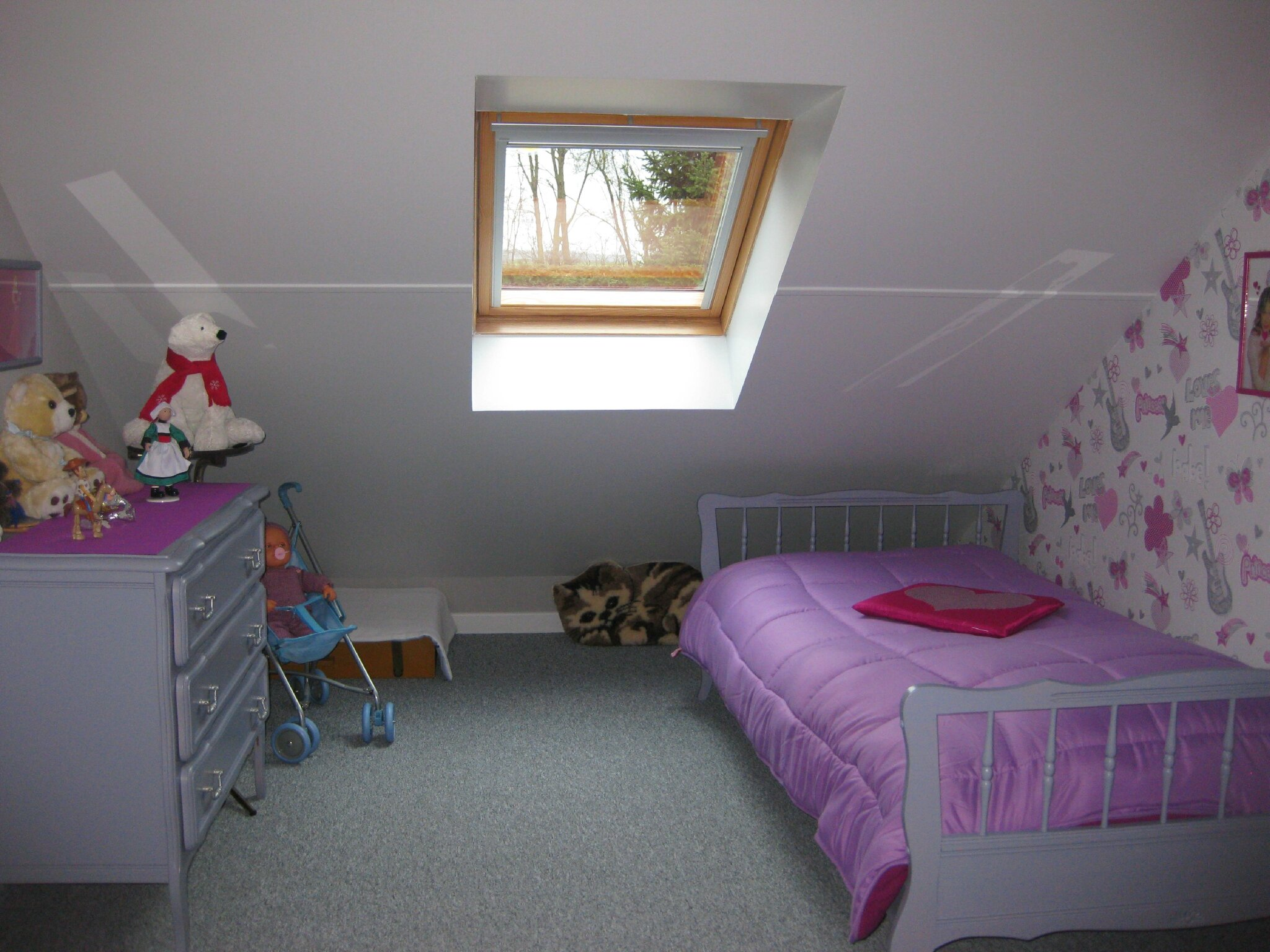 CHAMBRE 27 COIN FILLE