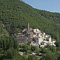 Villagio di borgo castello postignano in italia