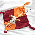 Doudou Plat Carré Vache Rouge Bordeaux Et Orange Attache Tétine Broderie Bébé <b>Roda</b> Rodadou